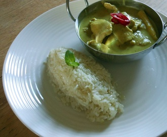 Thai Green Chicken Curry (geng gwio warn gai)
