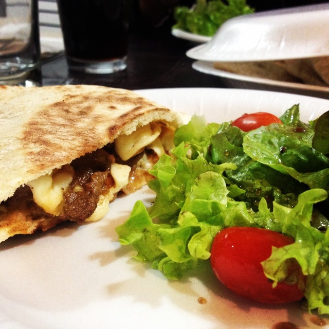 Bistec con Queso en Pan Pita Receta / Steak with Cheese on Pita Bread Recipe
