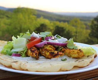 Tandoori Chicken Naan Bread With Yogurt Sauce