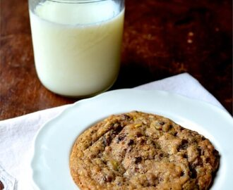 """Chock Full o' Nuts"" Chocolate Chip Cookies"