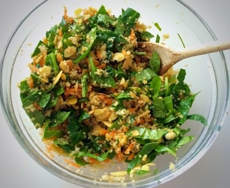 Quinoa, spinach and almond salad with orange and cinnamon dressing