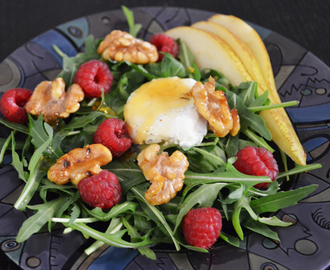 Rucola Salad with Goat's Cheese, Raspberries, Walnuts and Pear