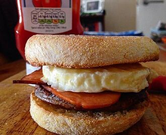 "QUORN SAUSAGE, BACON AND EGG ""MAT""MUFFIN"