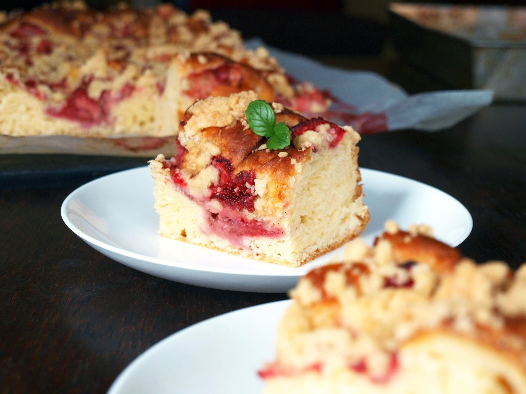 Classic crumble cake with strawberries | Placek drozdzowy z truskawkami i kruszonka