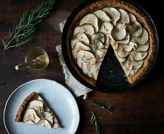 glutenfree pear-tart with rosemary and honey