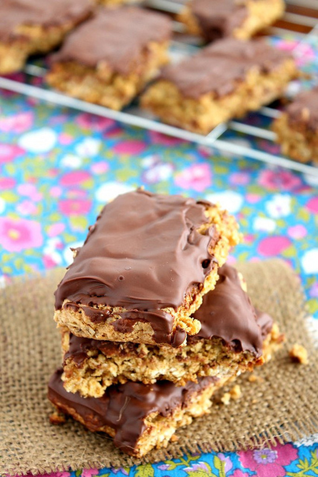 COCONUT OATMEAL SNACK BARS