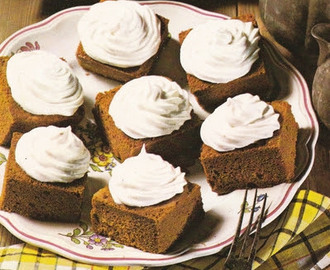 Ginger carrés with whipped cream