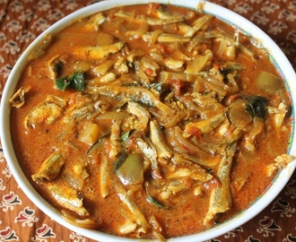 Nethili Meen Kulambu (Without Coconut) / Anchovies Cooked in a Spicy Tamarind Sauce