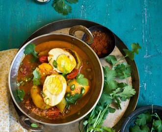 Dimer Jhol: Bengali Style Light Egg Curry