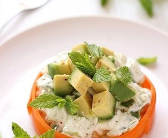 Insalata avocado e cetrioli in salsa di yogurt