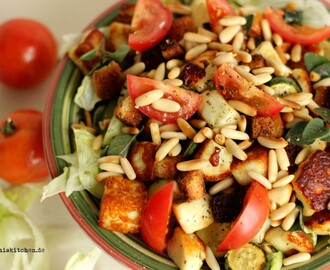 Salat mit Halloumi und Pinienkernen / Salad with Halloumi and Pine Nuts