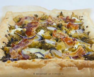 Torta salata broccoli, pancetta e stracchino / Puff pastry tart with broccoli, bacon and stracchino cheese