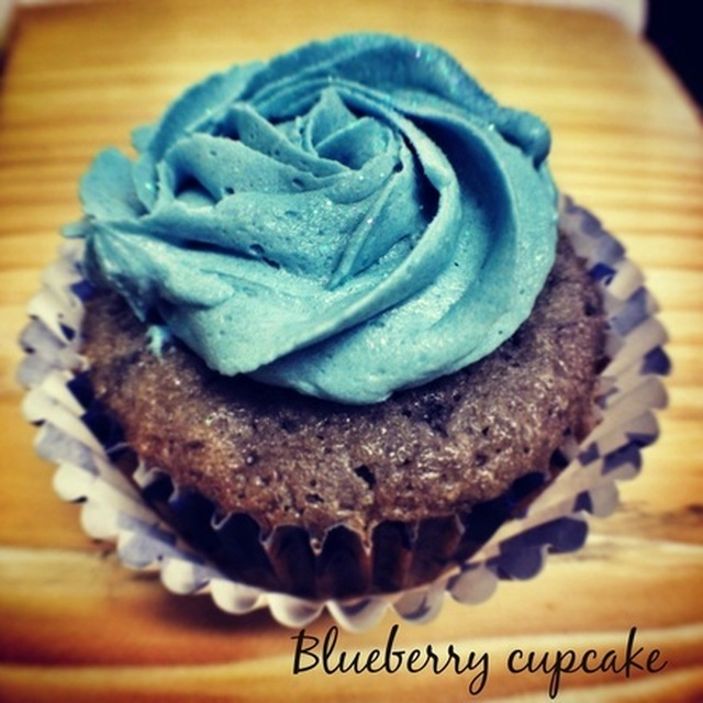 Blueberry cupcakes with white chocolate buttercream frosting