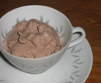 Frozen Yoghurt with Cocoa and Cardamom
