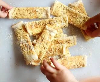 Recipe. Easy Cheesy Garlic Bread Fingers