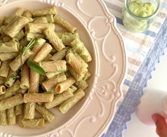 Rigatoni al pesto di avocado ed erbe aromatiche  Avocado and herb pesto pasta (Vegan)