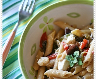 #14 stagioniAMO coi peperoni…  Penne integrali con peperoni, feta e olive – Whole wheat pasta with sweet peppers, feta and olives