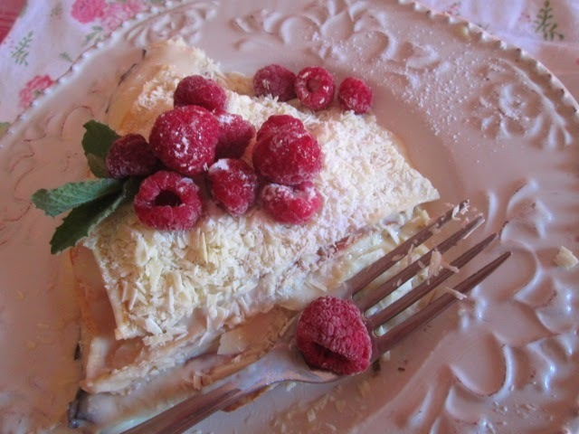 Crepe Cake with Pastry cream and raspberries (torta de crepes con crema pastelera)
