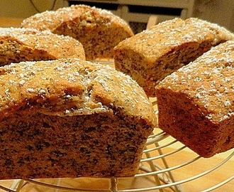 Banana and poppy seed cake