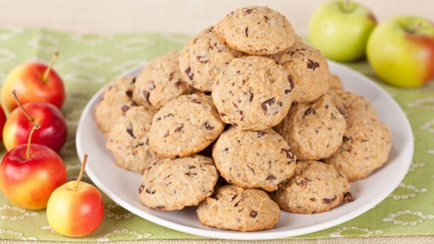 Apple Chocolate Chip Cookies 	             packed brown sugar margarine apple vanilla all-purpose flour baking soda salt good-quality dark chocolate