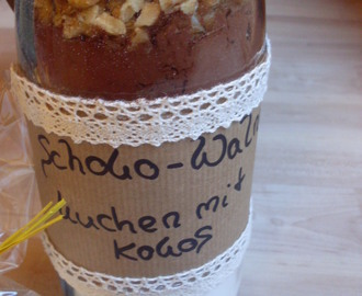 """Cake in the Bottle"" (Schoko-Walnusskuchen mit Kokos) (vegan)"