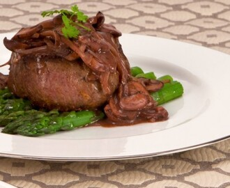 Beef Tenderloin Medallions with Red Wine Mushroom Sauce 	             extra-virgin olive oil shallots clove garlic cremini mushrooms dash Worcestershire sauce salt pepper dried thyme beef tenderloin grilling steaks dry red wine butter all-purpose flour