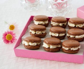 Macarons de chocolate rellenos de chocolate blanco