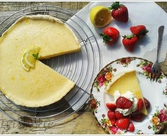 Lemon Buttermilk Pie with Honeyed Strawberries / Zitronenbuttermilch-Torte mit  honigsüßen Erdbeeren