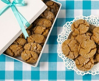 Ginger Molasses Crinkle Cookies 	             granulated sugar vegetable oil fancy molasses egg all-purpose flour ground ginger each cinnamon salt
