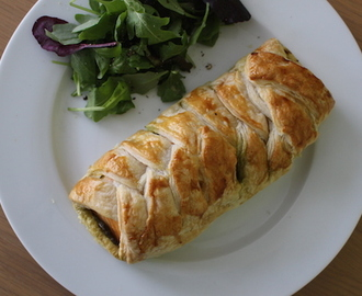 pesto salmon en croute: recipe video.