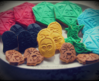 Galletas decoradas con fondant, D20 y Starwars