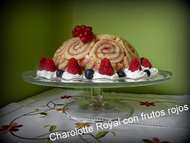 CHARLOTTE ROYAL CON FRUTOS ROJOS