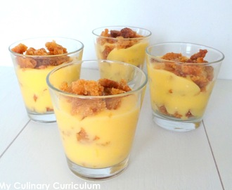 Verrines de lemon curd (crème de citron) au crumble (Small glasses of lemon curd with crumble)