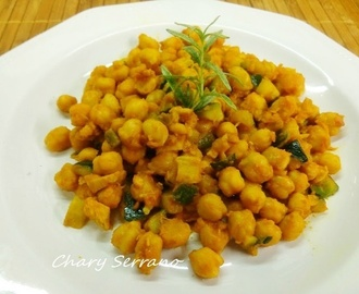 GARBANZOS SALTEADOS CON CALABACÍN, POLLO Y CURRY