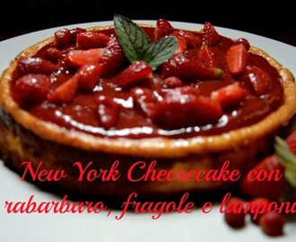 New York cheesecake con lamponi e rabarbaro