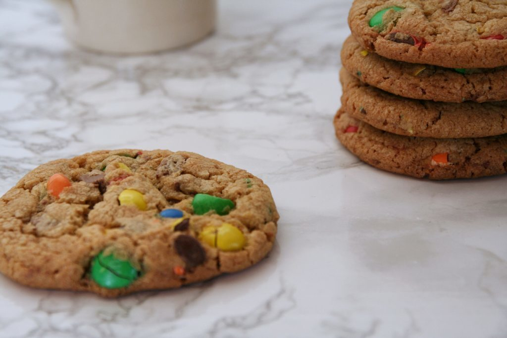 Børnevenlige cookies med m&m's