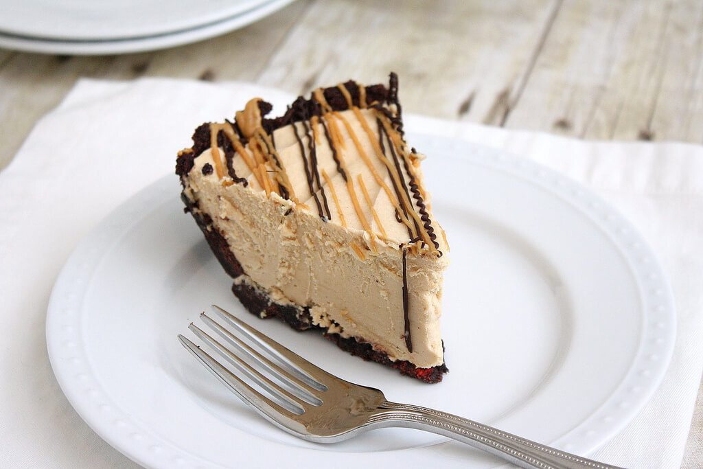 PEANUT BUTTER PIE WITH CHOCOLATE AND BANANA