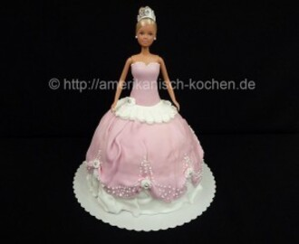 Barbie in einer Torte :)