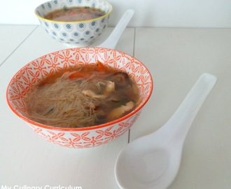 Soupe chinoise (ou presque) aux vermicelles et au poulet (Chinese soup (almost) with noodles and chicken)