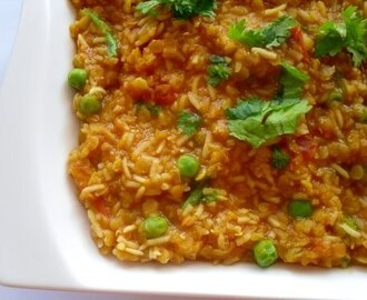 Masoor Dal Khichuri/ Red Lentils with Rice and Green Peas/ Lęšiai su ryžiais ir žirneliais