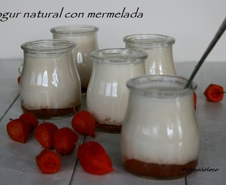 Yogur natural con mermelada