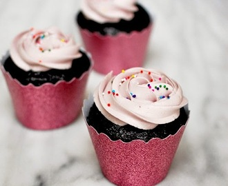 Chocolate cupcakes with vanilla buttercream and a giveaway