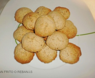 GALLETAS CON TROCITOS DE CHOCOLATE BLANCO Y NUEZ