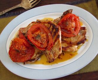 Costeletas de porco grelhadas com tomate | Food From Portugal