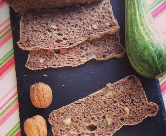 Pane integrale alle noci e zucchine, con lievito madre | Whole wheat zucchini walnut sourdough bread