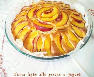 Torta light alle pesche e yogurt