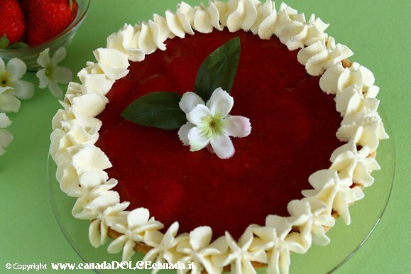 STRAWBERRY PIE WITH CREAM FILLING