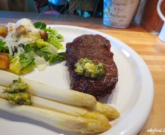 Steak mit Spargel, Salat und Café de Paris Butter