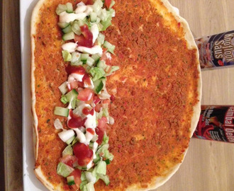 Turkse pizza (Lahmacun)