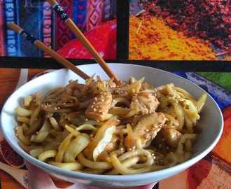 Noodles de pollo al curry